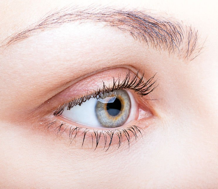 Soothe Eyelid Cysts With These At-Home Tricks