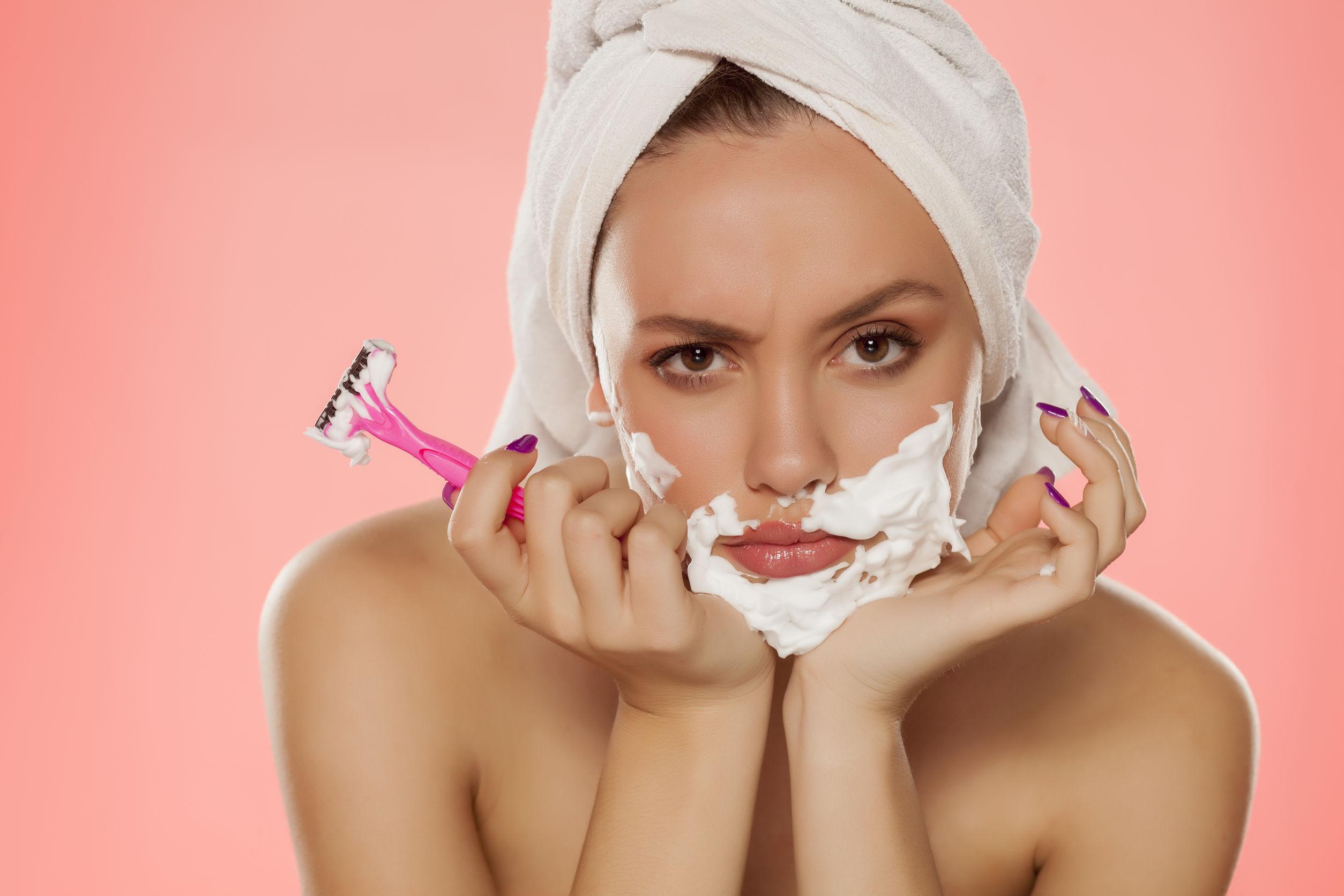 девушки в бреются домохозяйка