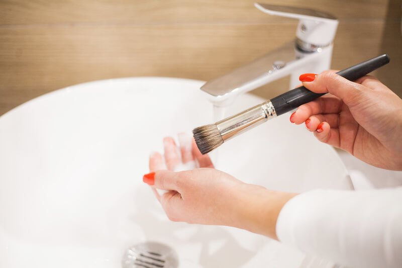 How To Clean Your Foundation Brush (And Why It's Important To Clean All Your Makeup Brushes)