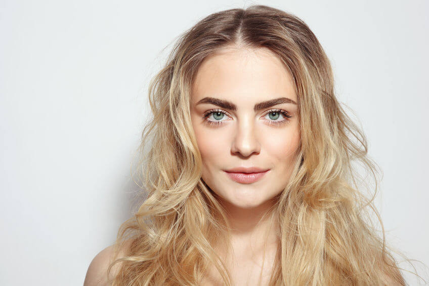 How To Naturally Style Your Hair For Beachy Waves