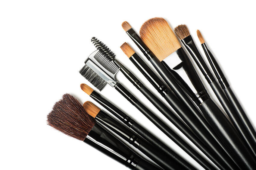 Different Types Of Makeup Brushes (And How To Use Them)